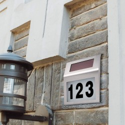 Solárne svetlo s číslom domu