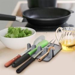 Držiak na kuchynské pomôcky